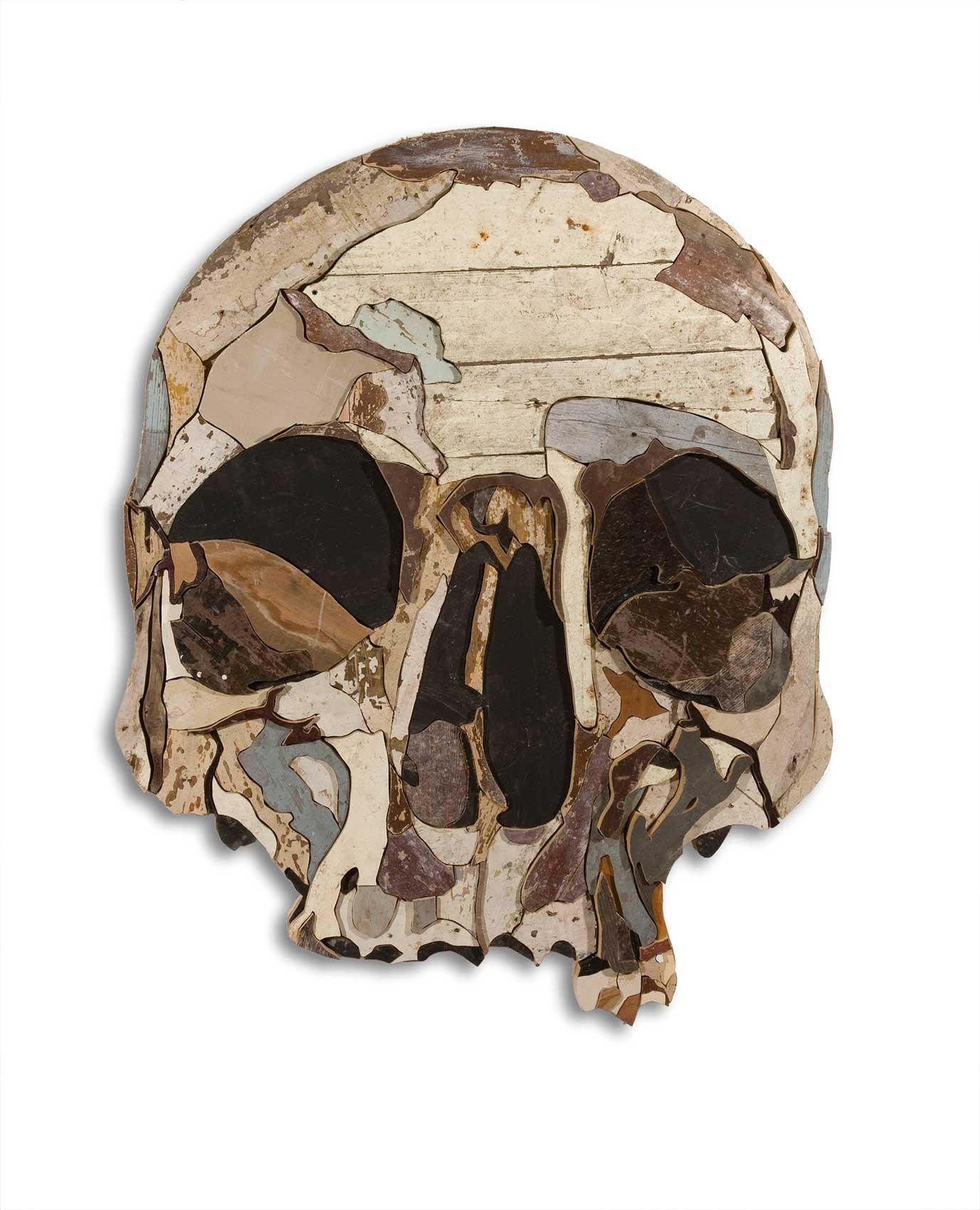 Diederick Kraaijeveld »Vanitas / Skull 1« · 2008 gefundenes Holz im ursprünglichen Anstrich und Nägel 69 cm x 130 cm x 4,5 cm